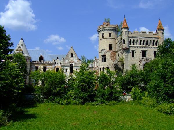 Величавое здание не смотря на разрушения